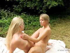 lesbienne strapon porno grosse queue avaler