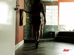 douche coquine salope avec des gros seins