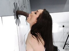 Gabriella Paltrova obtient certains anal pendant interracial gloryhole session